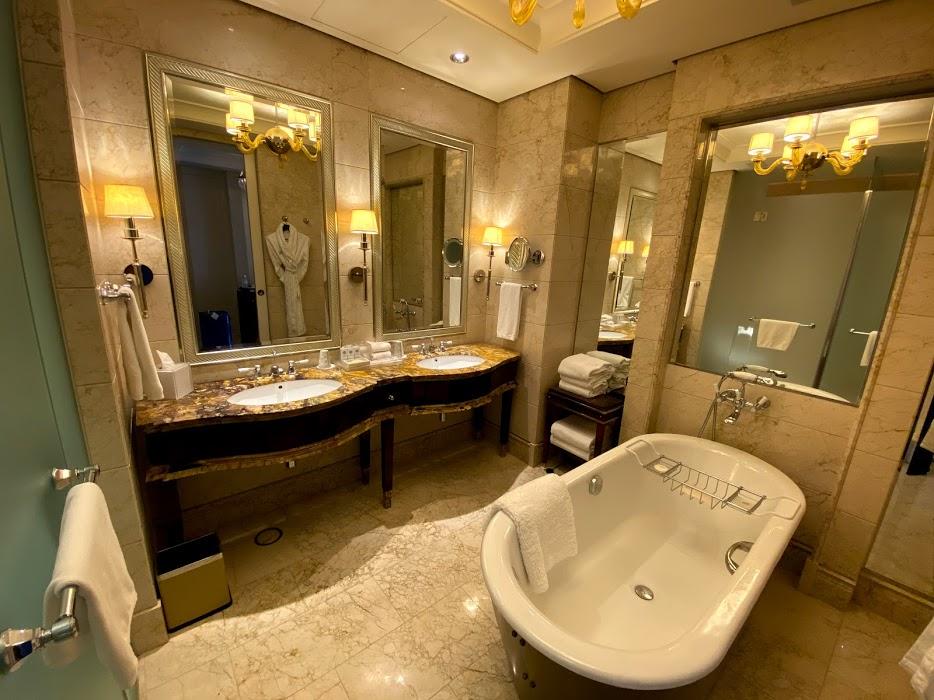 St Regis tub